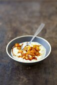 Rice pudding with mango and honey