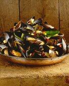 Hoy Mang-Poo Ob Mordin (steamed mussels, Thailand)