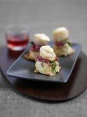 Scallops benedict (scallops on mashed potatoes with chorizo)