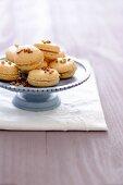 Nougat macaroons with peach-honey jam