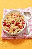Peach-red currant crumble