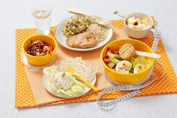 Food for one day consisting of 1, 200 calories: herb quark, stuffed eggs with cucumber and tomato salad, chicken, rice, sprouts, peaches and yogurt, vegetable salad with cheese