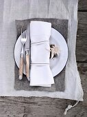 Place setting (Alpine style)