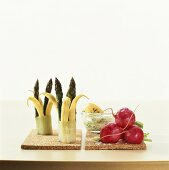 Green asparagus with wax beans and cooked radishes with dip