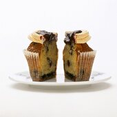 Blueberry muffins with meringue