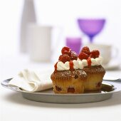 Raspberry muffins with vanilla cream