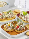 Crackers topped with fruity cottage cheese and ham