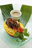 Mango and quail salad with coriander and peanut sauce (Asia)