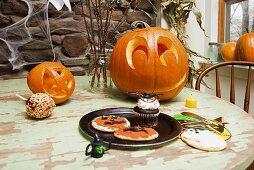 Für Halloween gedeckter Tisch