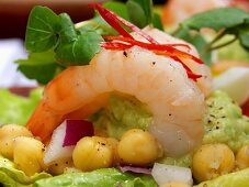 Avocado puree with shrimps and chick-peas