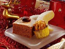Gingerbread squares, Meraner nuts & vanilla crescents