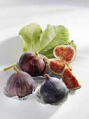 Figs, whole and cut into pieces