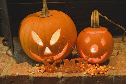 Pumpkin lanterns, the word 'Scary' & candy corn for Halloween
