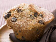 Chocolate chip muffin (close-up)