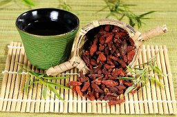 Goji berry tea and dried goji berries
