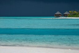 View of Veliganduhuraa island and bungalow on sea, Maldives