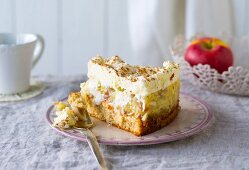Apple strudel cake with cream
