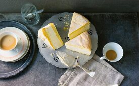 Baking with stevia: cheesecake served with cups of coffee
