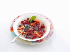 Jellied champagne soup with berries