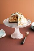 Vanilla-chocolate ice cream bomb with meringue (marbled)