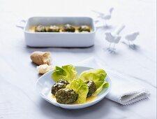Tree frogs - burgers in lettuce leaves