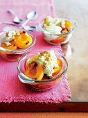 Grilled peaches with cream and ameretti
