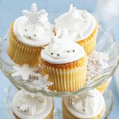 Christmas cupcakes on a cake stand