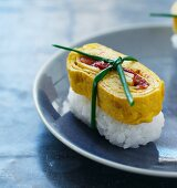 Tamago sushi with pepper