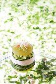Gemüseturm mit Zucchini