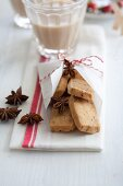 Almond biscuits with aniseed
