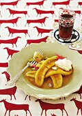 Baked bananas with caramel sauce and cream