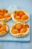 Puff pastry tartlets with lemon cream and apricots