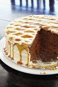 Sticky date cake with caramel sauce (USA)