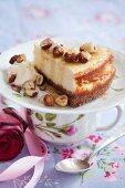 Cheesecake with honey and roasted hazelnuts
