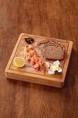 Smoked salmon, butter and wholemeal bread