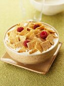 Wheat squares with fresh raspberries and milk