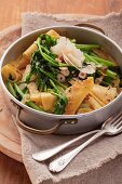 Wild broccoli with pasta, hazelnuts and Parmesan in a pot