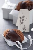 'Bear's paws' chocolate flake biscuits