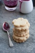 Butter biscuits with hazelnuts and blueberry jam