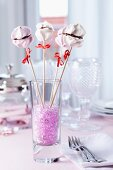 Meringue lollies as dessert and table decoration