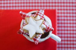 Star-shaped cinnamon biscuits and a fabric star on top of a mug