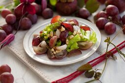 Salad with grapes and mangosteen