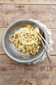 Spaghetti carbonara with chicken