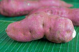 Purple sweet potatoes (close-up)