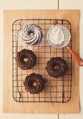 Chocolate rings with icing sugar