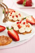 Strawberry tartlets with vanilla cream
