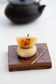 Wagashi for New Year, with the Japanese symbol for treasure-luck-money and a teapot (Japan)