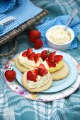 Shortbread with clotted cream and strawberries