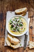 Lentil puree with red onions