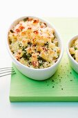 Pasta bake with peas and ham